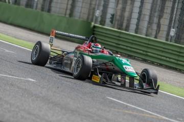 Marco Zanasi firma la pole position di Imola