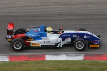 Veronesi conquista la prima pole in F2 ad Adria